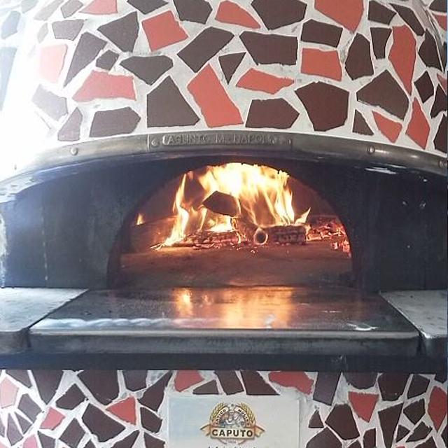 ピッツェリア ケンチ ナポリの薪窯