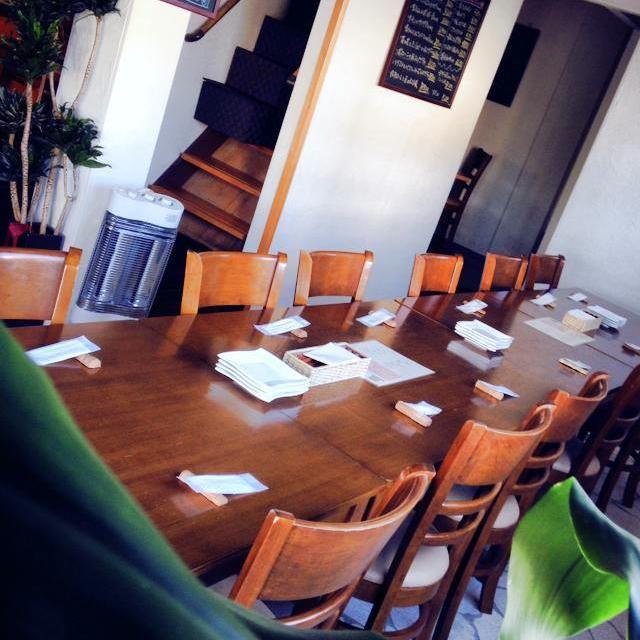 ピッツェリア ケンチ 1階テーブル席